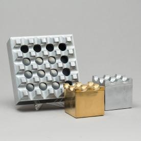 """Askfaten """"Ultima 15"""", från Beck & Ljung, 1900-talets andras hälft. I december 2015 ropades de ut för 1 500 kr och klibbades för 1 700 kr. Nu kommer de att stiga i pris...För några år sedan gick de inte ens att sälja."""
