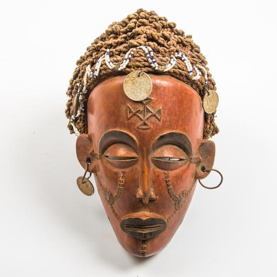 Mask, Afrika, värderad till 600 kr.